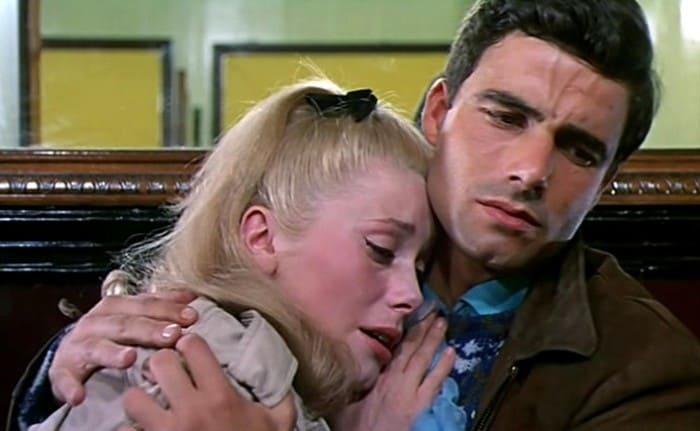 Кадр из фильма *Шербурские зонтики*, 1964 | Фото: kino-teatr.ru