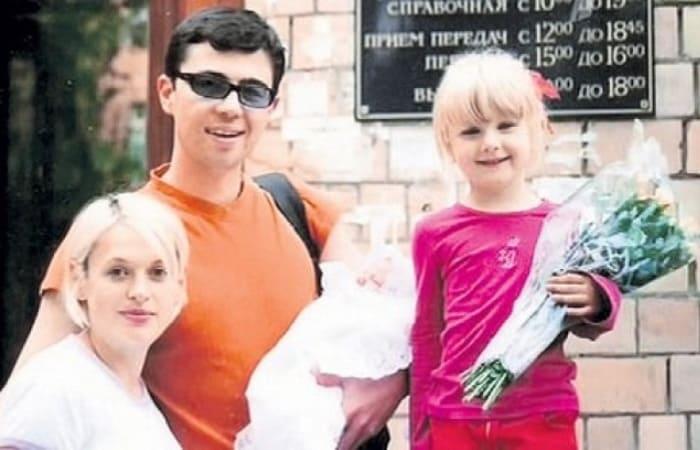 Сергей Бодров-младший с женой Светланой и детьми | Фото: slonn.me