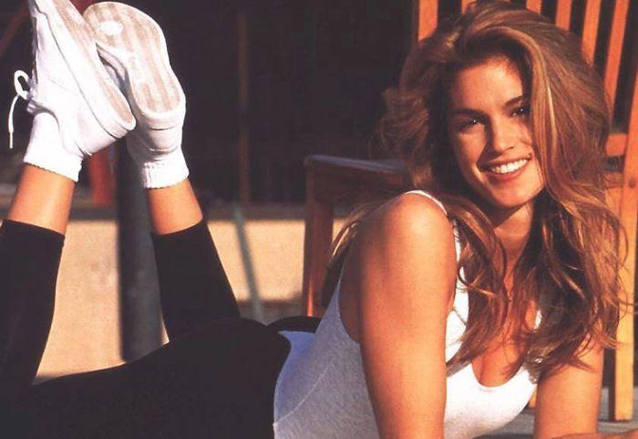 В начале 1990-х гг. Синди Кроуфорд стала не только моделью, но и фитнес-гуру | Фото: gazeta.ru