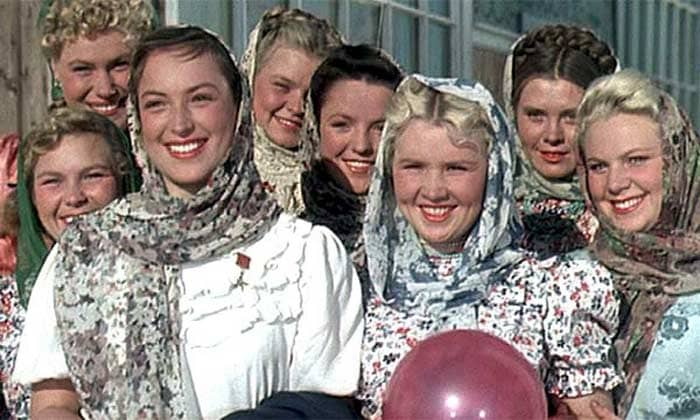 Клара Лучко (слева) в фильме *Кубанские казаки*, 1949 | Фото: stuki-druki.com