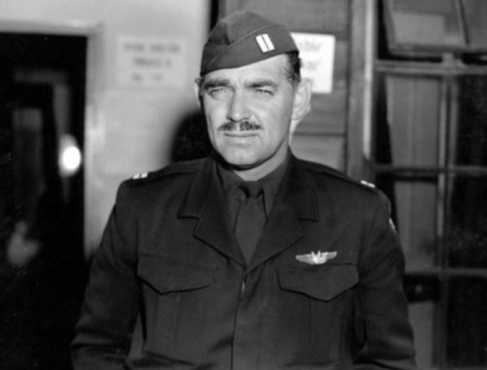 Кларк Гейбл в форме капитана ВВС США | Фото: foto-history.livejournal.com