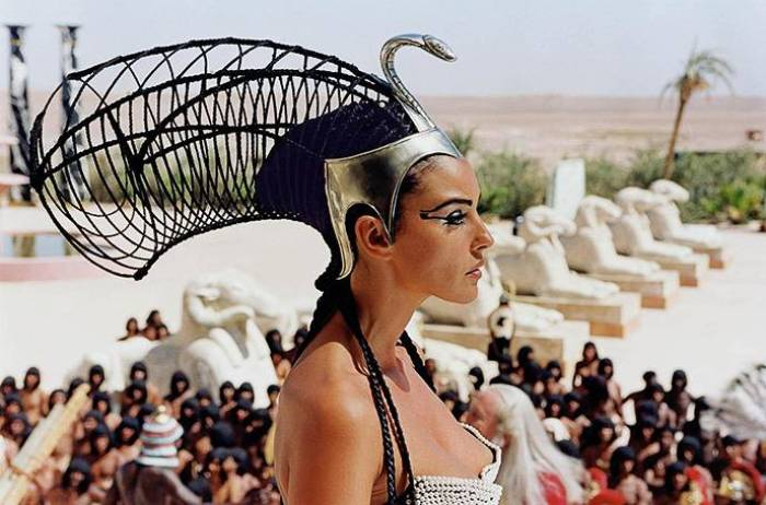 Моника Беллуччи в роли Клеопатры | Фото: love2beauty.ru