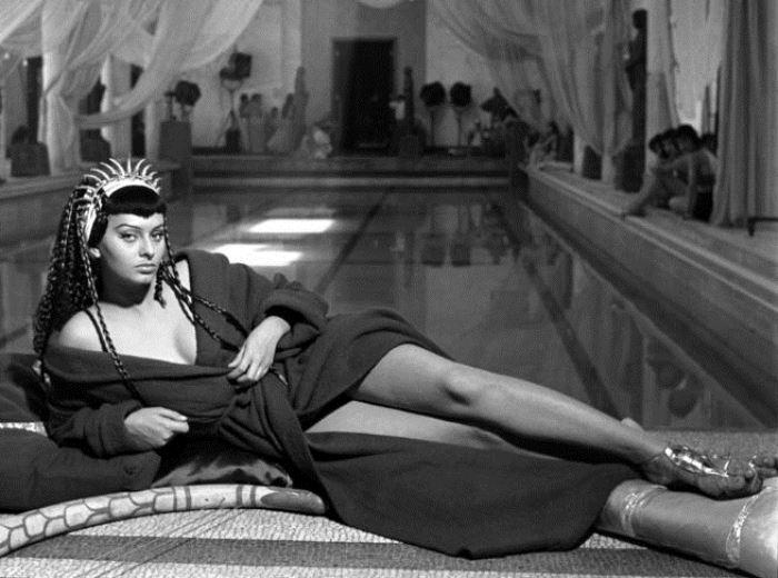 Софи Лорен в фильме *Две ночи с Клеопатрой*, 1953