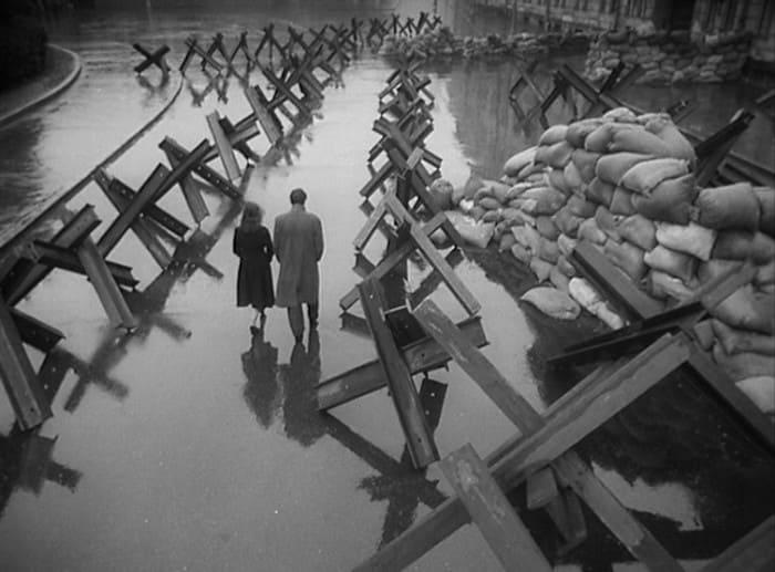 Кадр из фильма *Летят журавли*, 1957 | Фото: tvkinoradio.ru