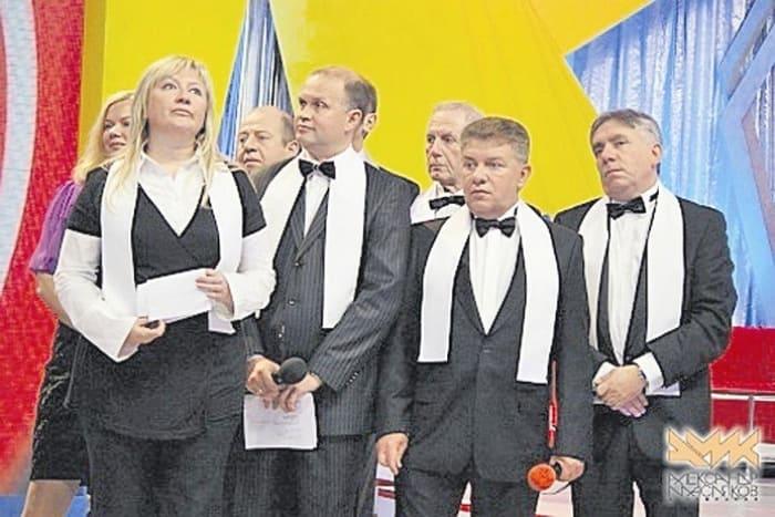 Светлана Фабрикант, Олег Филимонов и Ян Левинзон с командой КВН *Одесские джентльмены* | Фото: skelet-info.org