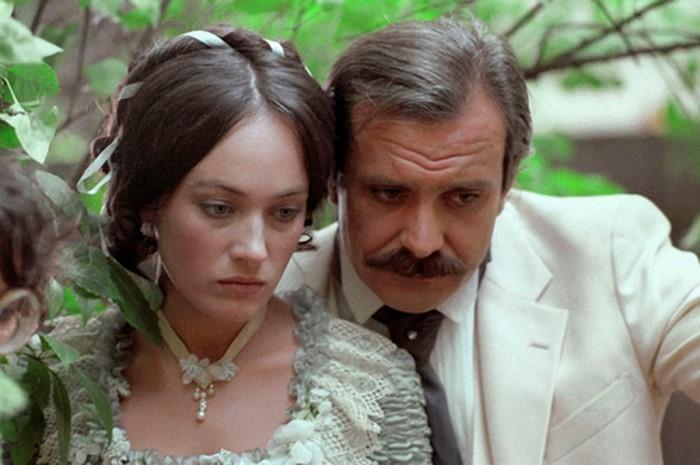 http://www.kulturologia.ru/files/u19001/Cruel-romance-14.jpg