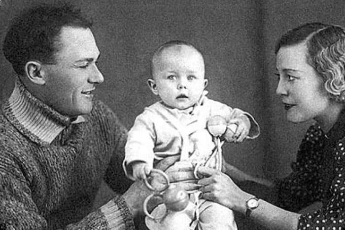 Сергей Лукьянов и Надежда Тышкевич с дочерью Татьяной | Фото: kino-teatr.ru