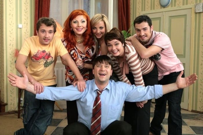 Герои сериала *Счастливы вместе* | Фото: pic-words.com