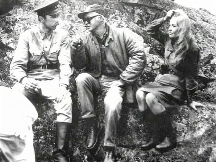 На съемках фильма *А зори здесь тихие…*, 1972 | Фото: tvc.ru