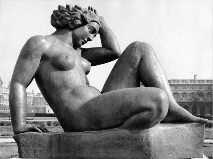 Аристид Майоль. *Гора*, 1935-1938. Скульптура в саду Тюильри | Фото: lovmouz.ru