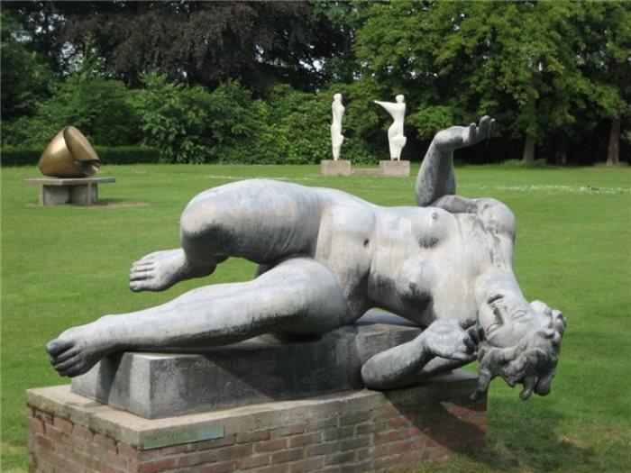 Аристид Майоль. *Река*, 1939-1943. Скульптура в саду Тюильри   Фото: artmodel.files.wordpress.com