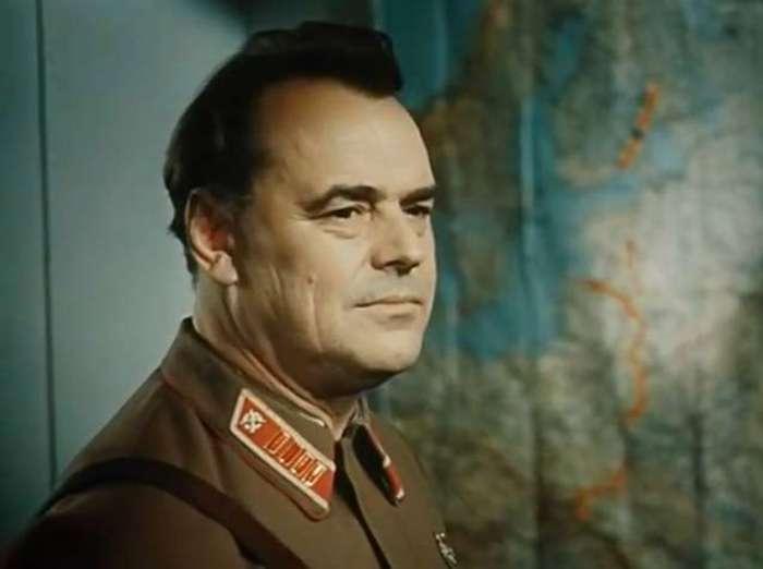 Отец Дмитрия, Лев Золотухин, в фильме *Блокада*, 1974-1977   Фото: kino-teatr.ru
