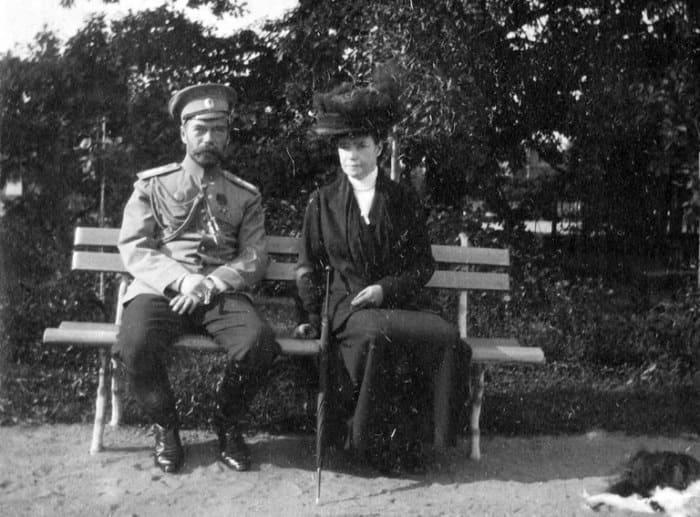 Император Николай II с матерью. Киев, сентябрь 1916 г. | Фото: norse.ru