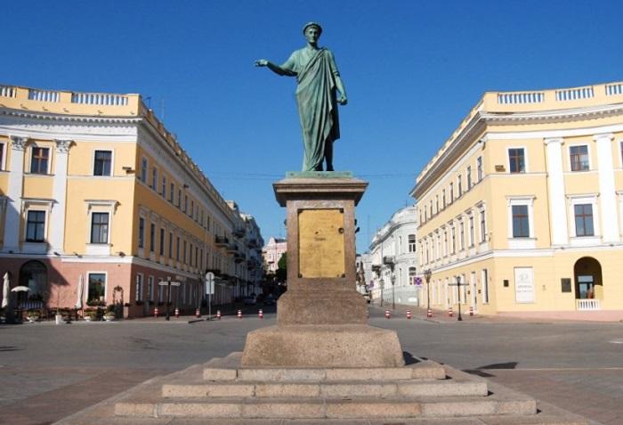 Памятник первому градоначальнику Одессы герцогу де Ришелье | Фото: billionnews.ru