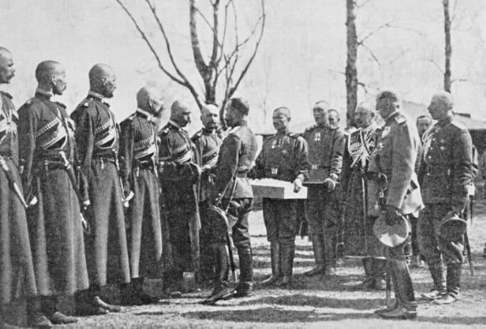Христосование императора Николая II с урядниками конвоя | Фото: plam.ru