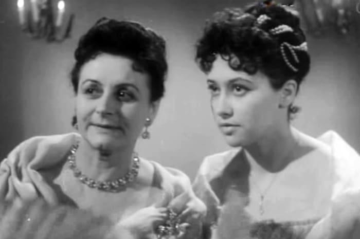 Эда Урусова (слева) в фильме *После бала*, 1961   Фото: aif.ru