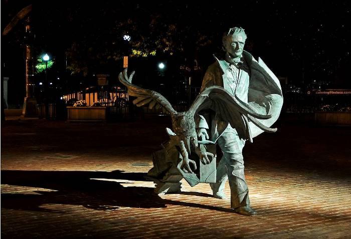 Памятник Эдгару Аллану По в Бостоне