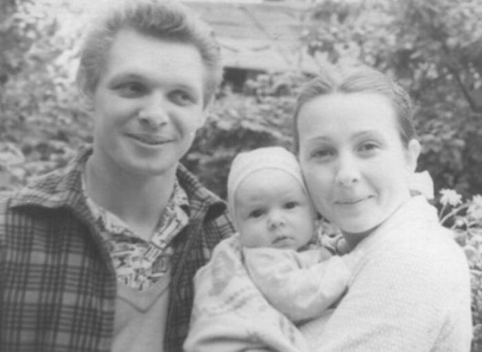 Эдуард Хиль с сыном и женой, балериной Зоей Правдиной | Фото: kp.ru