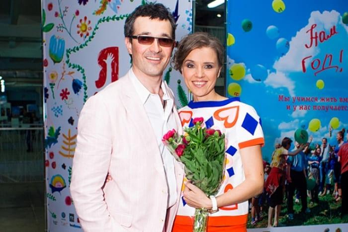 Егор Бероев и Ксения Алферова на благотворительном вечере *Я есть!* | Фото: 24smi.org
