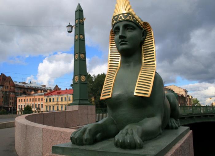 Сфинкс на Египетском мосту в Санкт-Петербурге | Фото: it.tourbina.ru