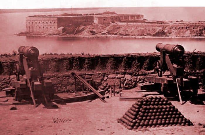 Крымская война 1853-1856 гг. Вид на Константиновскую батарею с Нахимовского укрепления в Севастополе. Фото 1855 г. | Фото: miloserdie.ru