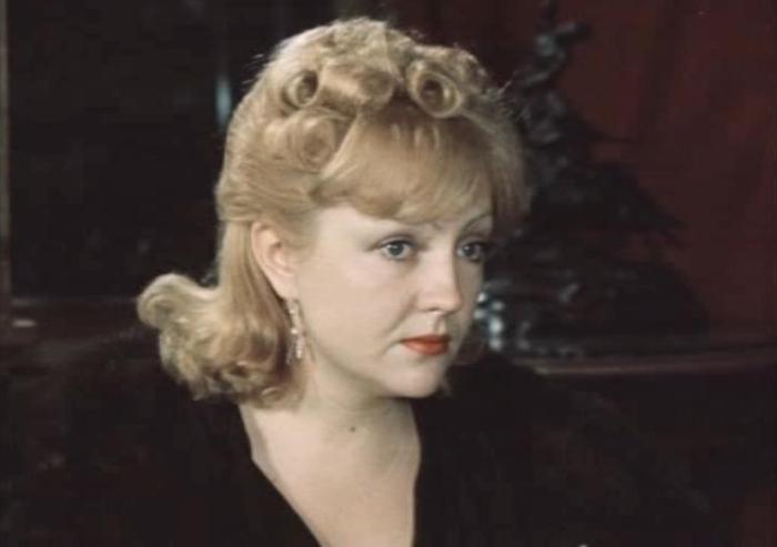 Екатерина Градова в фильме *Место встречи изменить нельзя*, 1979 | Фото: kino-teatr.ru