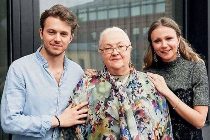 Екатерина Градова с дочерью и внуком | Фото: biographe.ru
