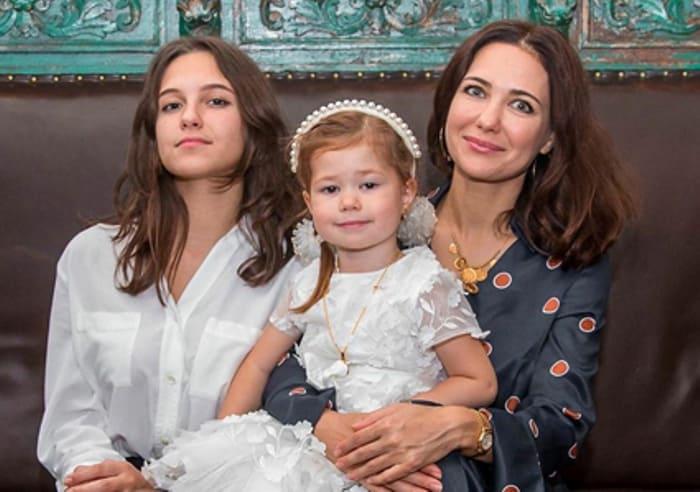 Актриса с дочерьми   Фото: spletnik.ru
