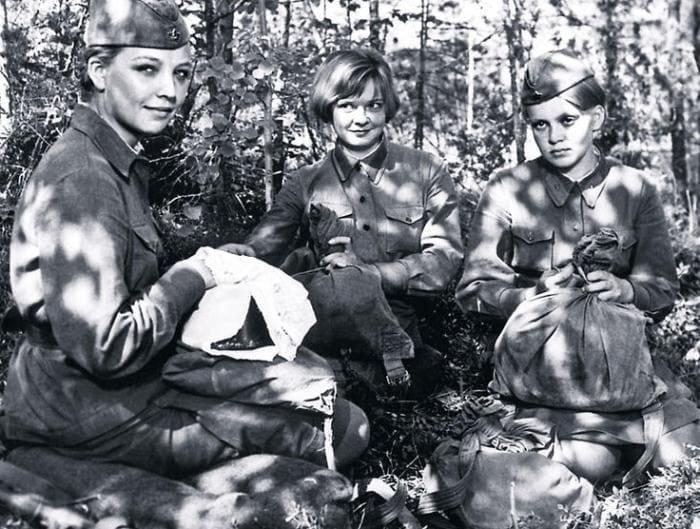 Кадр из фильма *А зори здесь тихие*, 1972 | Фото: 7days.ru