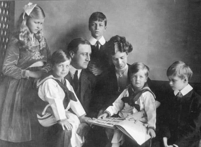 Элеонора Рузвельт с супругом и детьми | Фото: bestfacts.com.ua