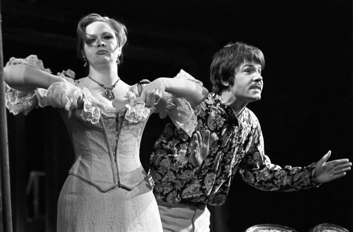Наталья Гундарева и Александр Фатюшин в спектакле *Банкрот*, 1978 | Фото: gazeta.ru