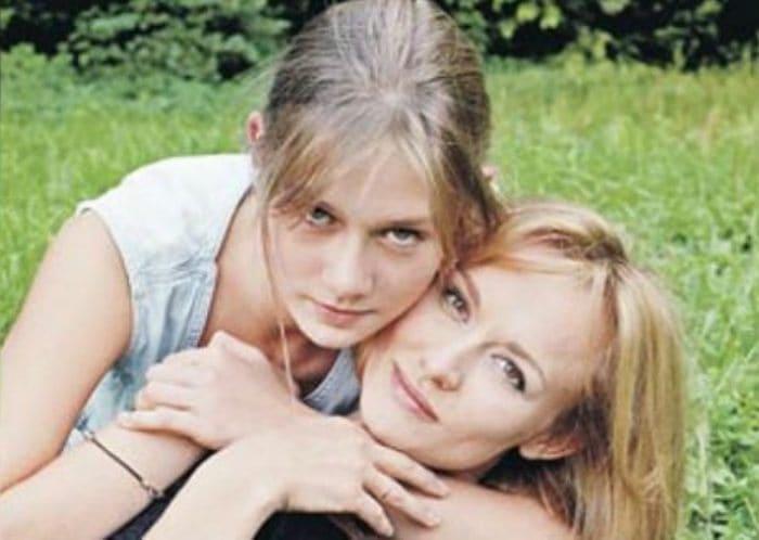 Актриса с дочерью Машей | Фото: uznayvse.ru