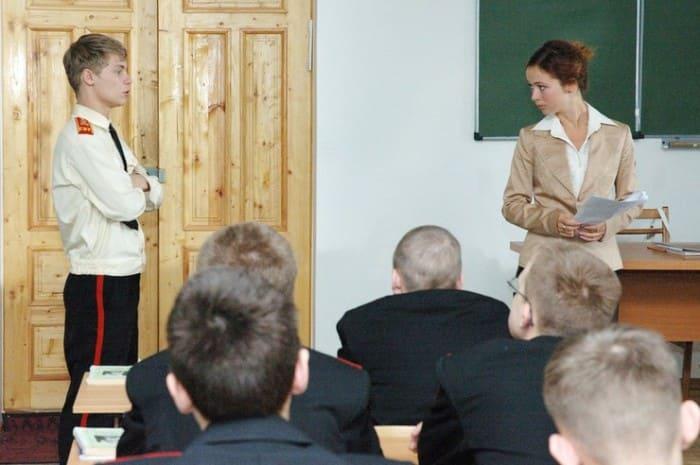 Александр Головин и Елена Захарова в сериале *Кадетство* | Фото: starhit.ru