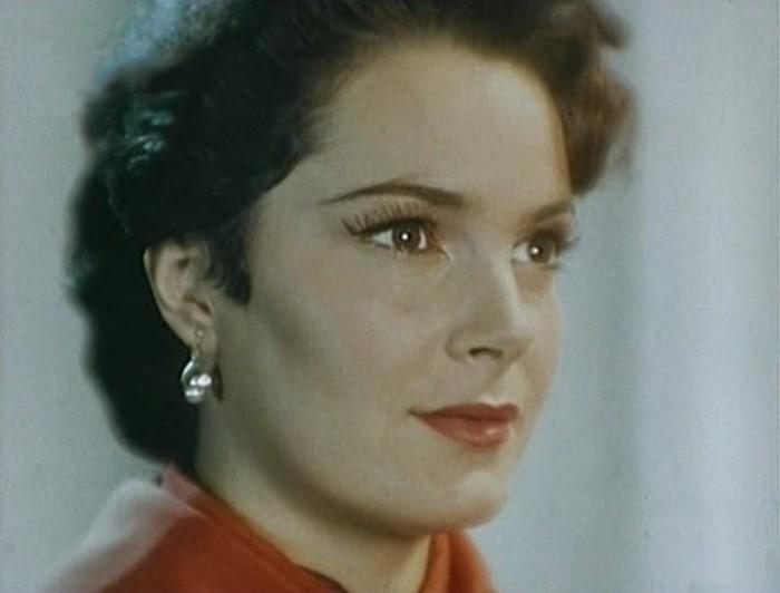 Элина Быстрицкая в фильме *Русский сувенир*, 1960 | Фото: kino-teatr.ru