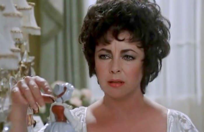 Элизабет Тейлор в фильме *Зеркало треснуло*, 1980 | Фото: kino-teatr.ru