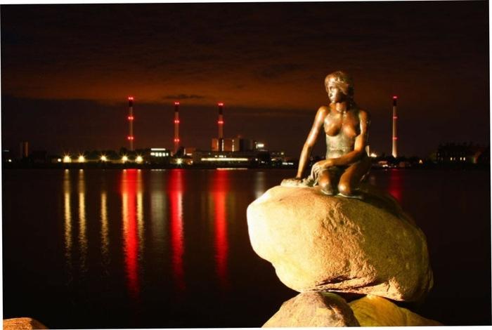 Памятник Русалочке Андерсена в Копенгагене | Фото: anyfad.com