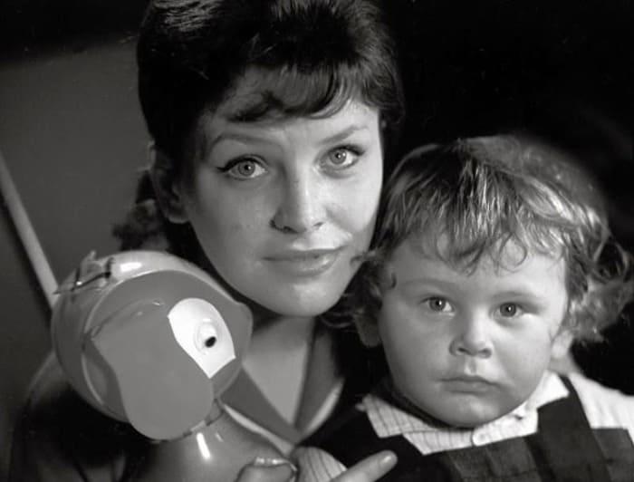 Актриса с сыном | Фото: kino-teatr.ru