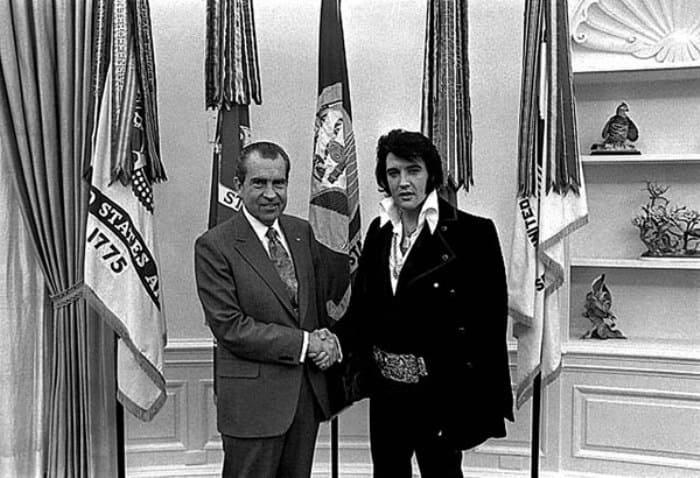 Президент США Ричард Никсон и Элвис Пресли | Фото: tele.ru