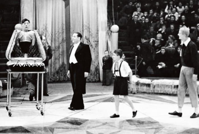 Кио-старший с Юрием Никулиным и Мстиславом Запашным на арене цирка, начало 1950-х гг. | Фото: 7days.ru