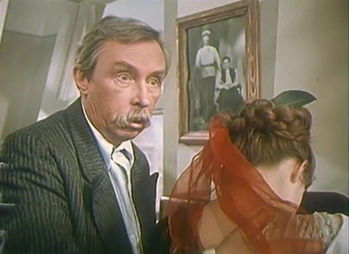 Эраст Гарин в фильме *Девушка без адреса*, 1957   Фото: kino-teatr.ru