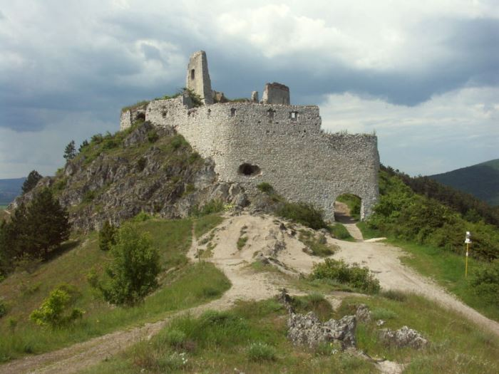 Развалины замка Чахтице