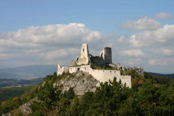 Замок Чахтице в Словакии, где жила графиня-убийца