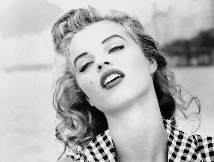 Еву Герцигову называли Мэрилин Монро 1990-х гг. | Фото: showtopmodel.ru