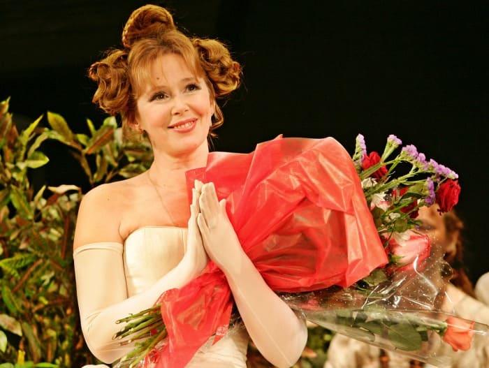 Актриса на сцене театра | Фото: mirtv.ru