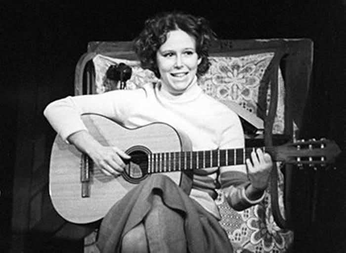 Евгения Симонова в спектакле *Молва*, 1982 | Фото: rg.ru