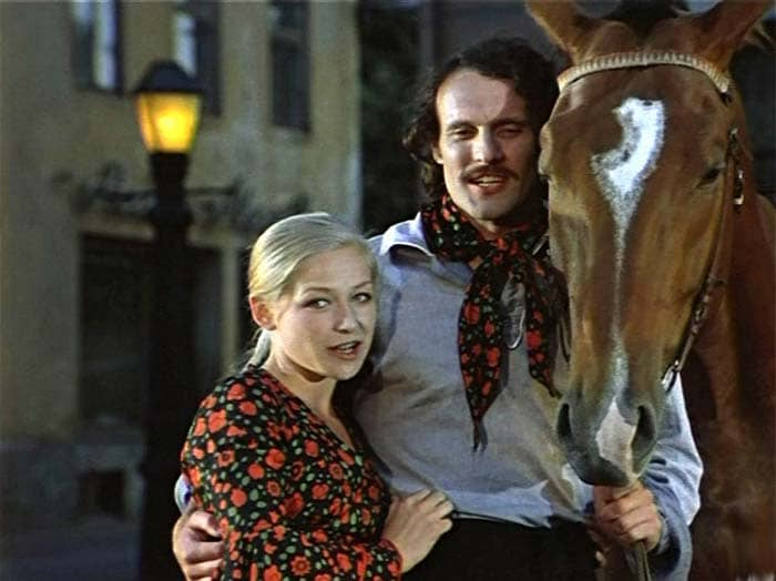 Кадр из фильма *Соломенная шляпка*, 1975 | Фото: kino-teatr.ru