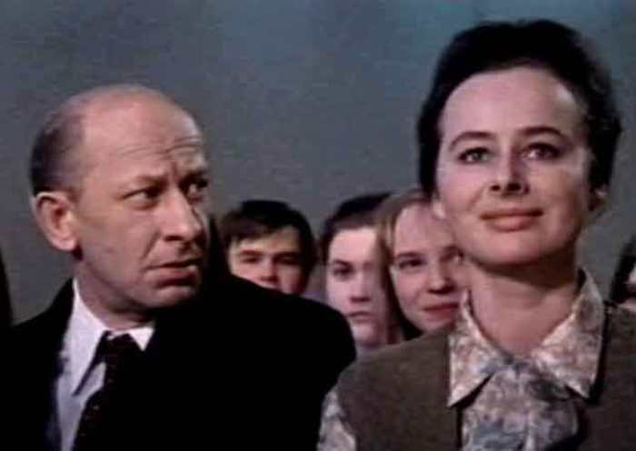 Евгений Евстигнеев и Лилия Журкина в фильме *Потрясающий Берендеев*, 1975 | Фото: kino-teatr.ru