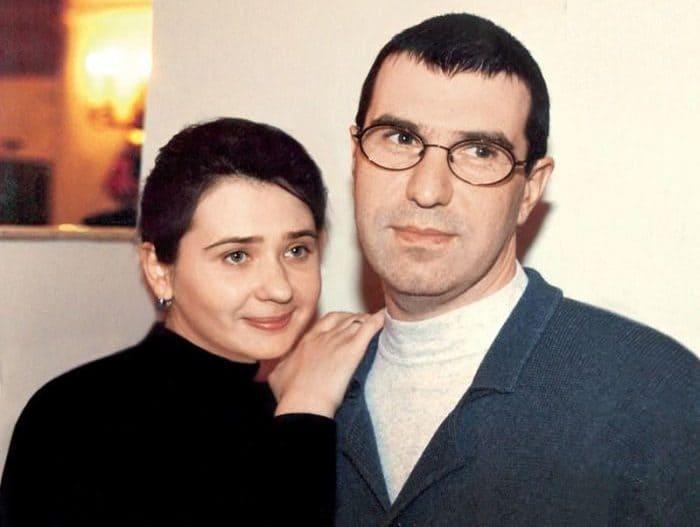 Артист с женой   Фото: showbizzz.net