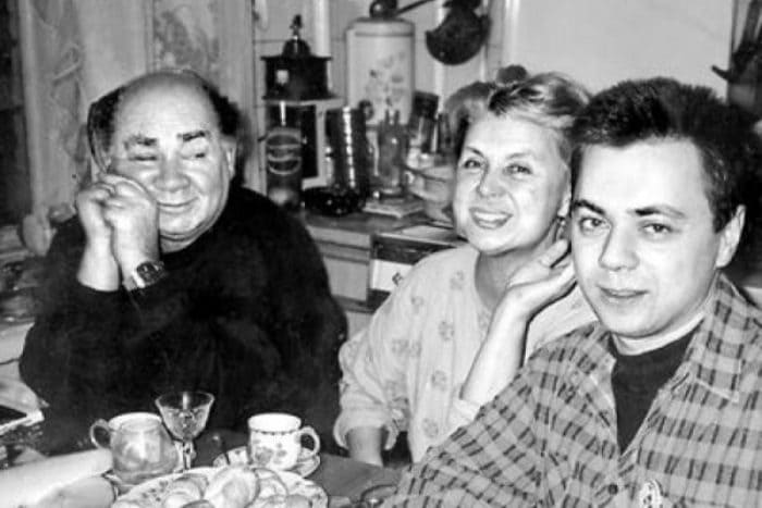 Актер с женой и сыном | Фото: star-magazine.ru