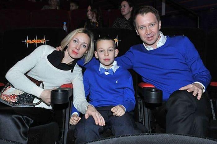 Евгений Миронов с сестрой Оксаной и племянником | Фото: 24smi.org